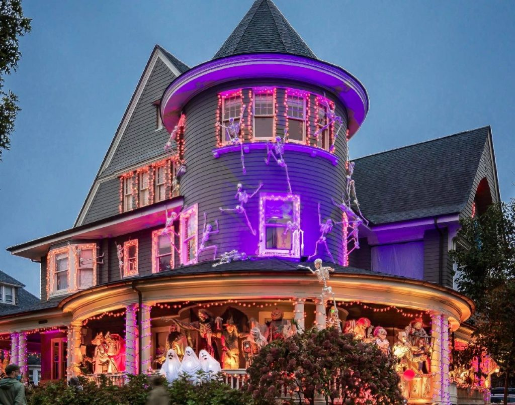 This Brooklyn House May Have The Best Halloween Decorations In All Of NYC