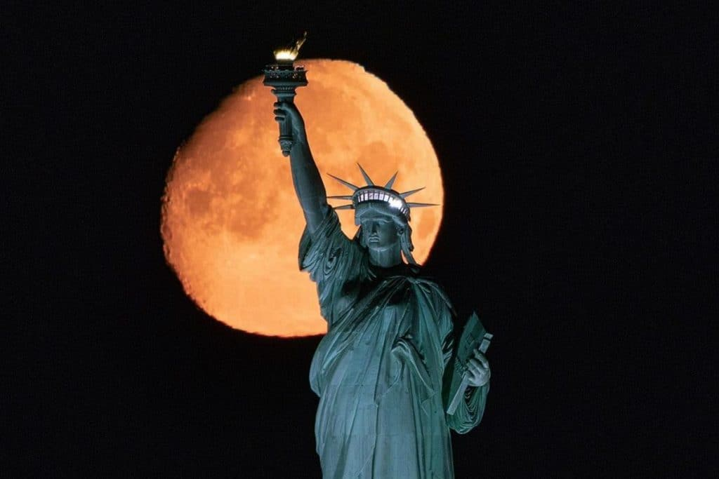 See The Last Supermoon (And Flower Blood Moon!) Of 2021 In NYC Early Tomorrow Morning