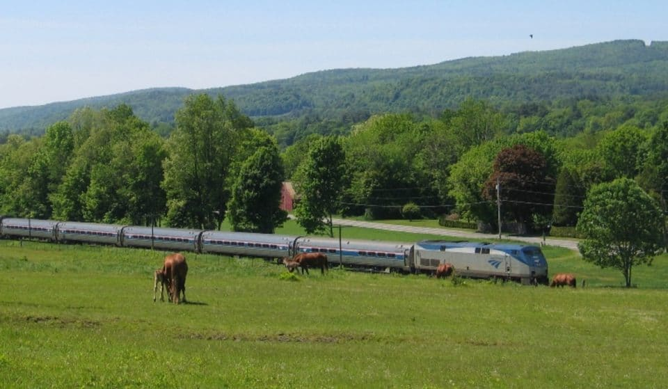 This Scenic Train Ride Will Take You From NYC To Vermont Through The Stunning Hudson Valley