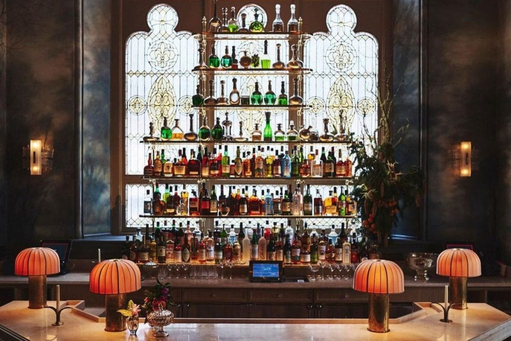 This European Cocktail Bar & Café Tucked Away In A 19th Century NYC Building Just Reopened • Verōnika