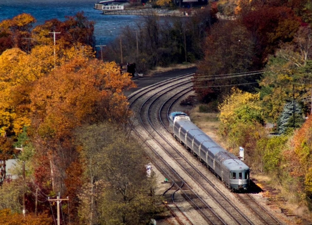 You Can Take A 1940s Train Ride From NYC With Breathtaking Views Of The Hudson River This Fall